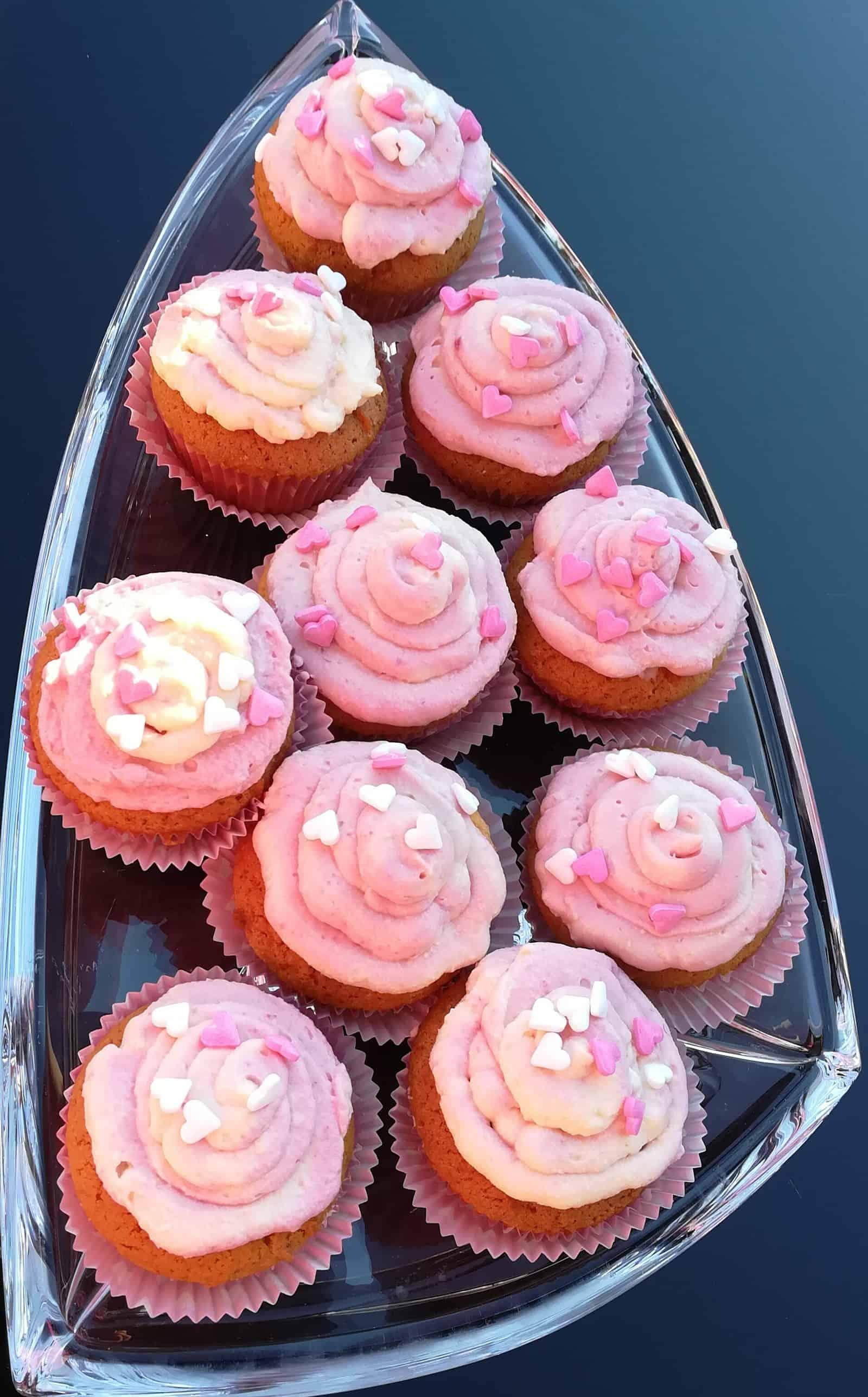 Vanilkové muffiny s malinovým krémom