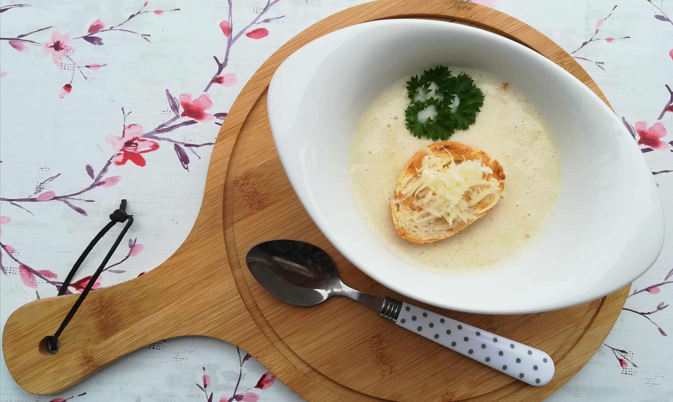 Krémová cesnaková polievka s ovsenými vločkami