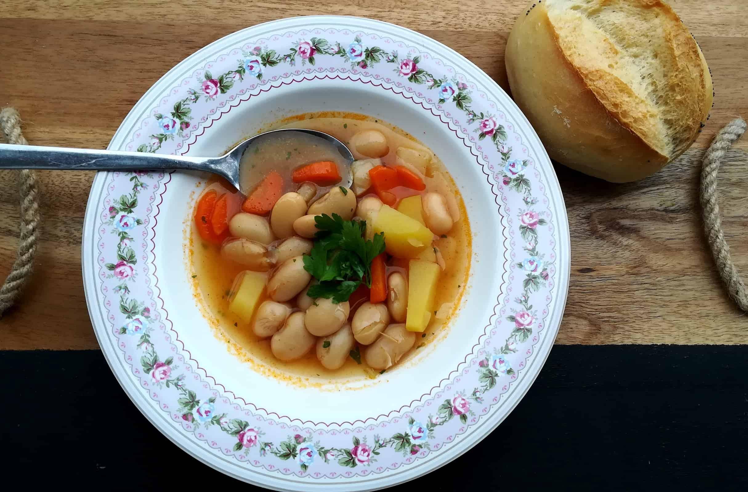 Fazuľová polievka na sladko s koreňovou zeleninou