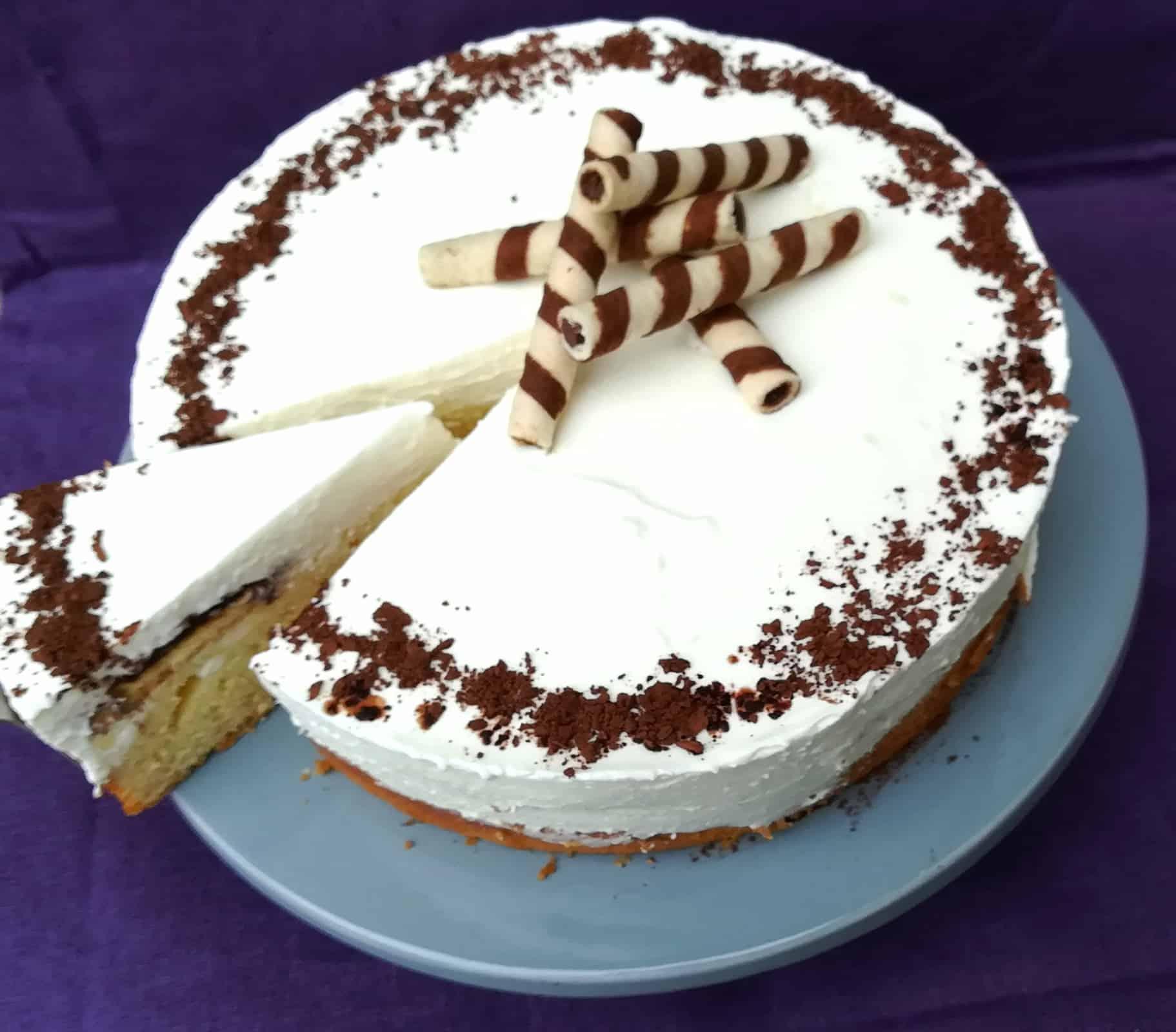 Smotanová torta s piškótami v čokoláde