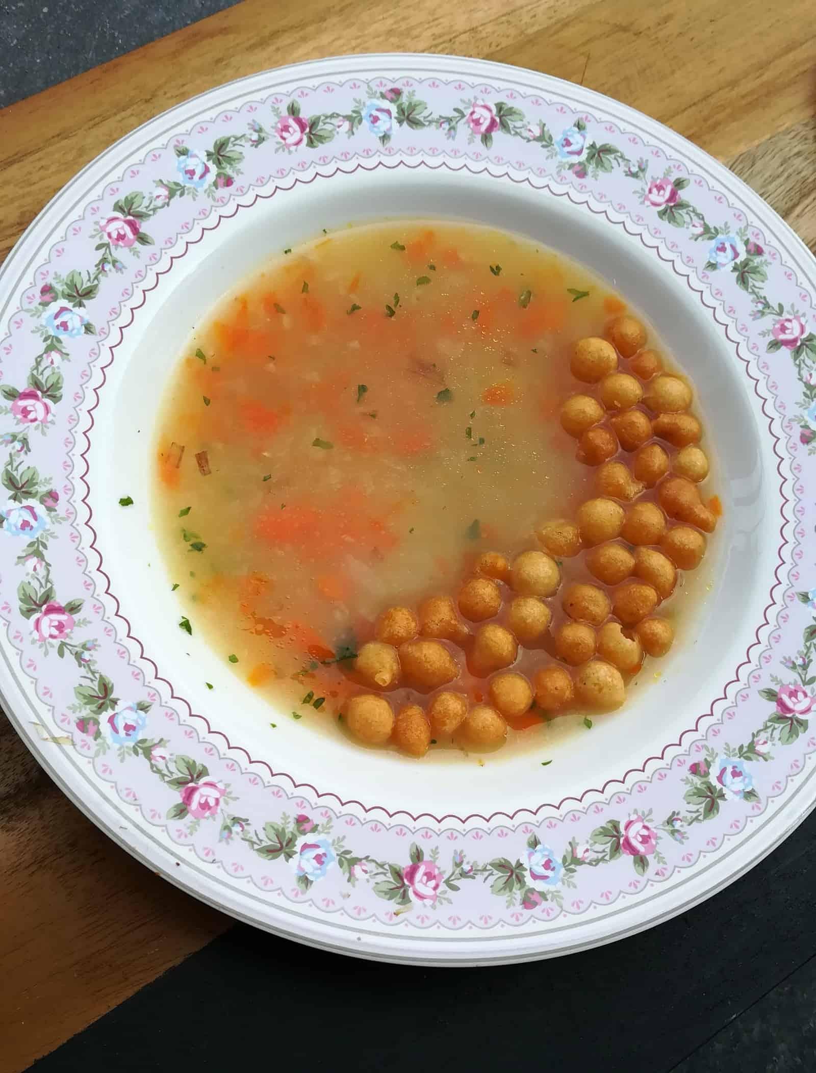 Karelábová polievka s vločkami