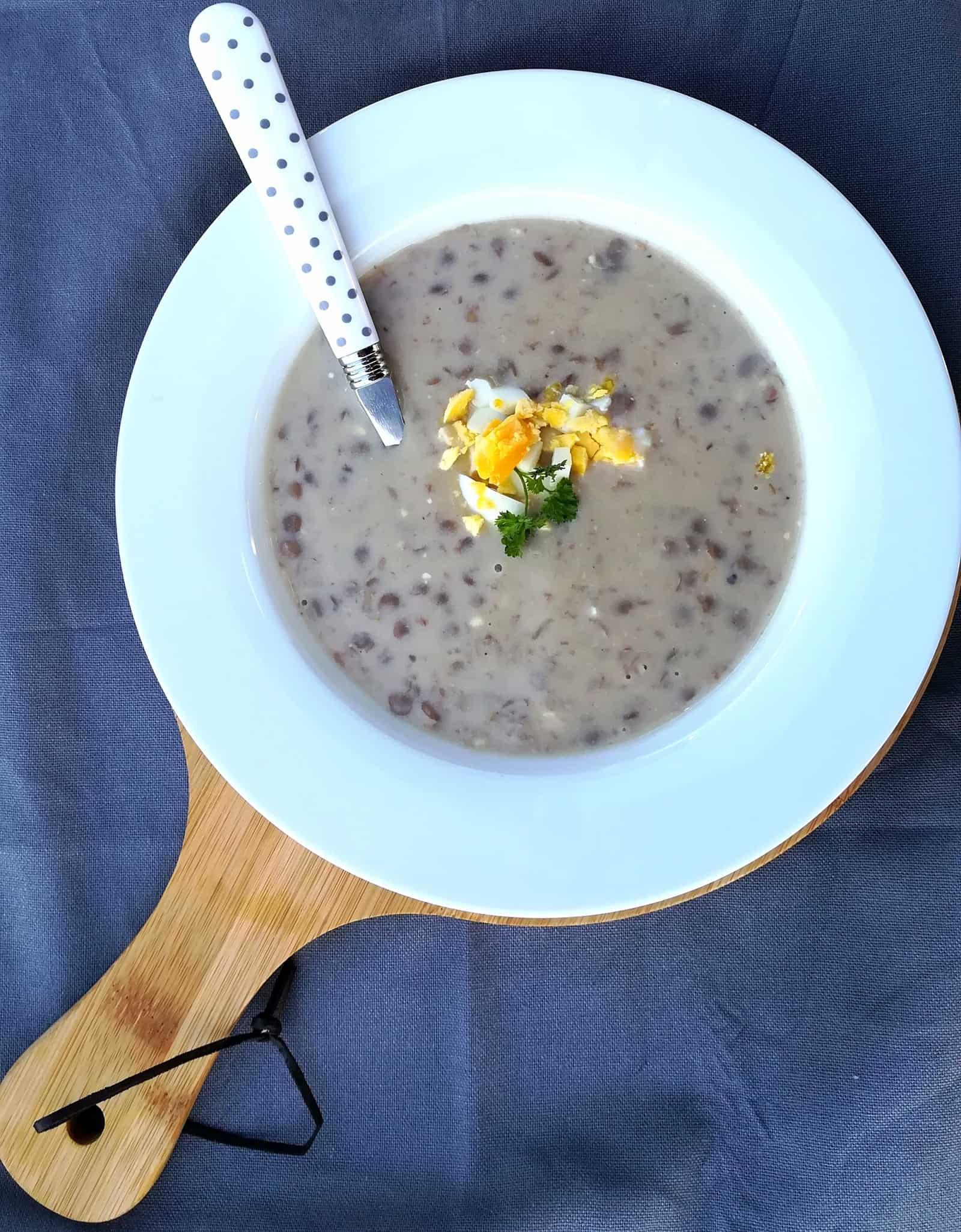 Šošovicová krémovitá polievka s vajíčkom bez smotany