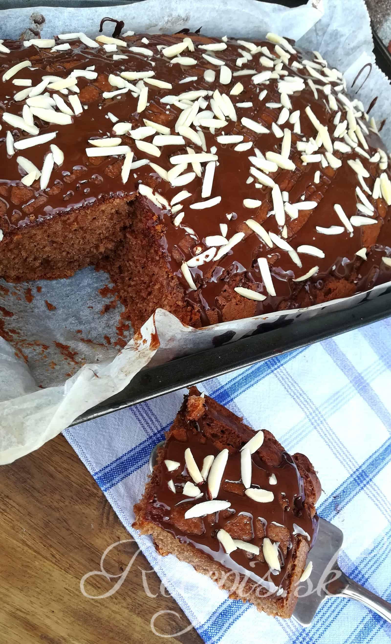 Šťavnatý hrnčekový kakaový koláč