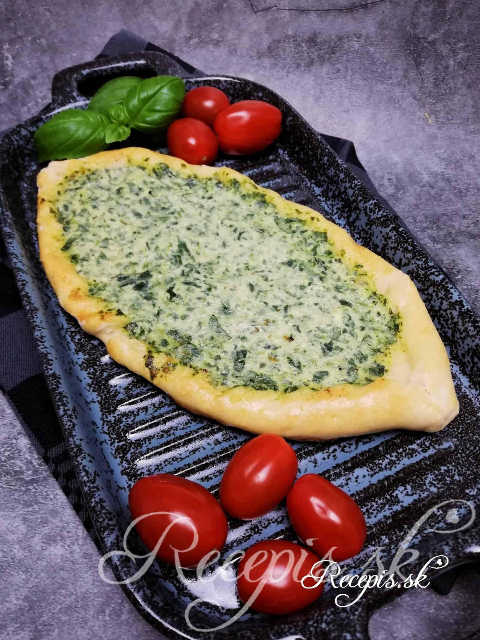 """Bezmäsité pizza lodičky """"Pide"""" so špenátom"""