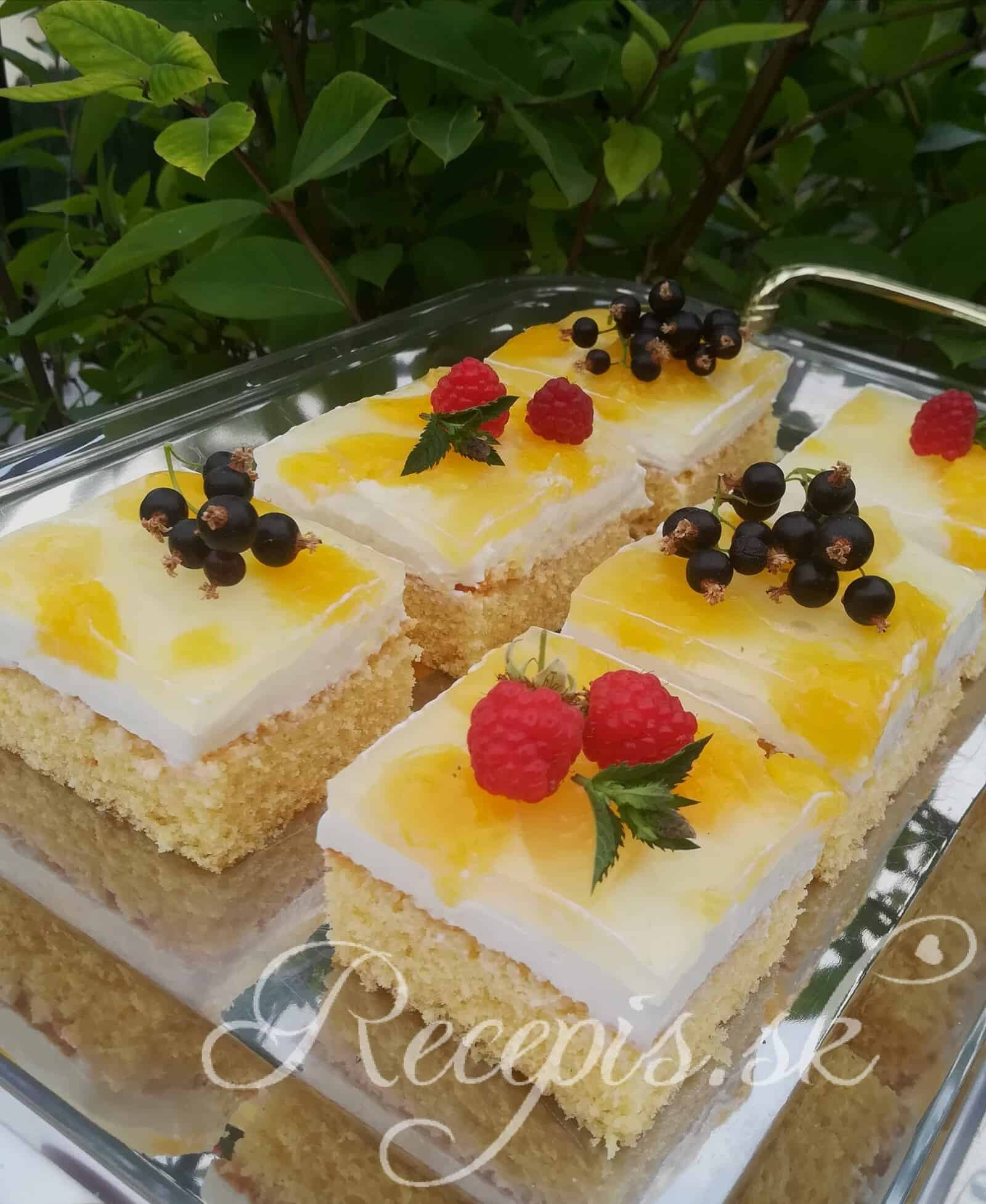 Letné tvarohové rezy s nektarinkou