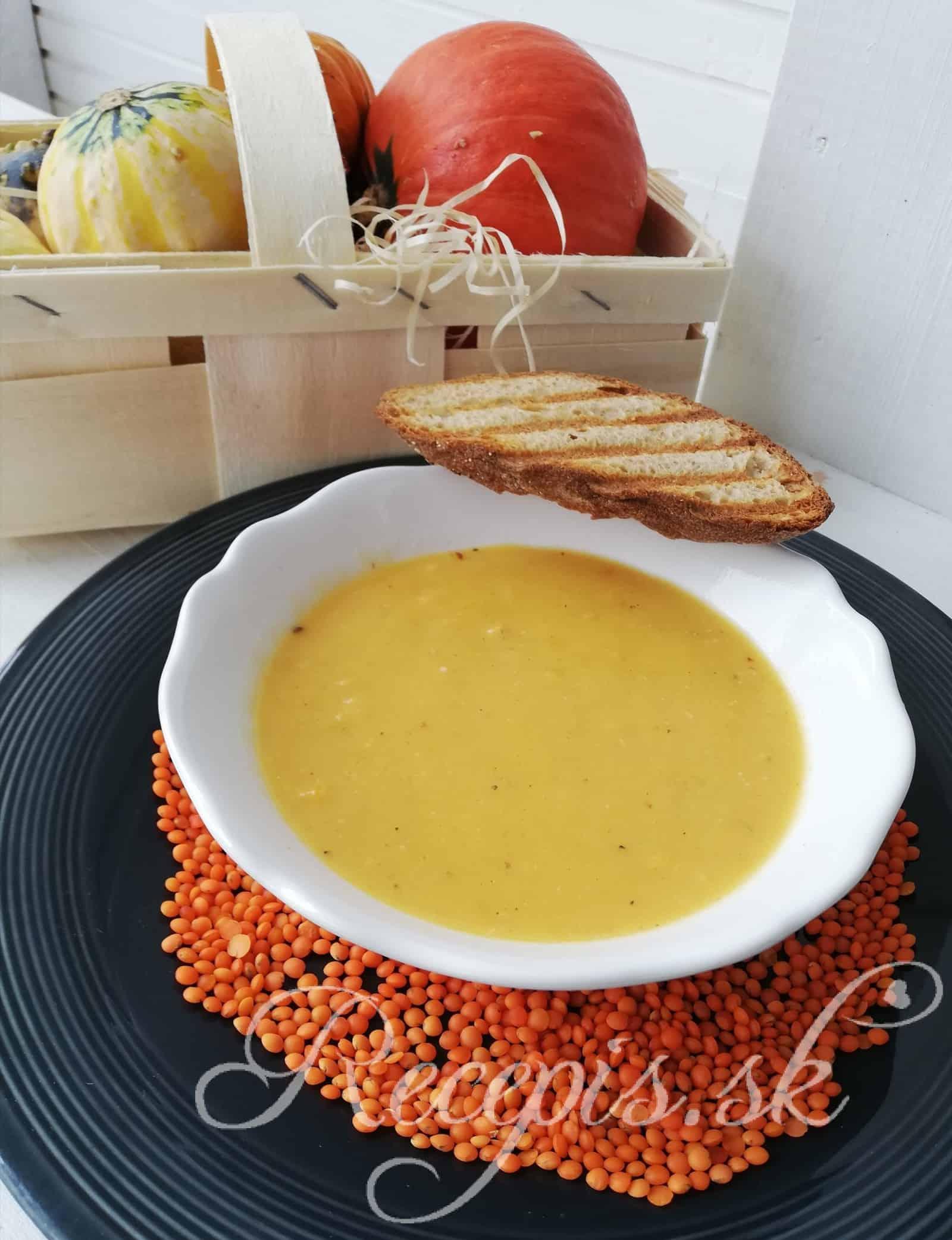 Tekvicová polievka z červenou šošovicou