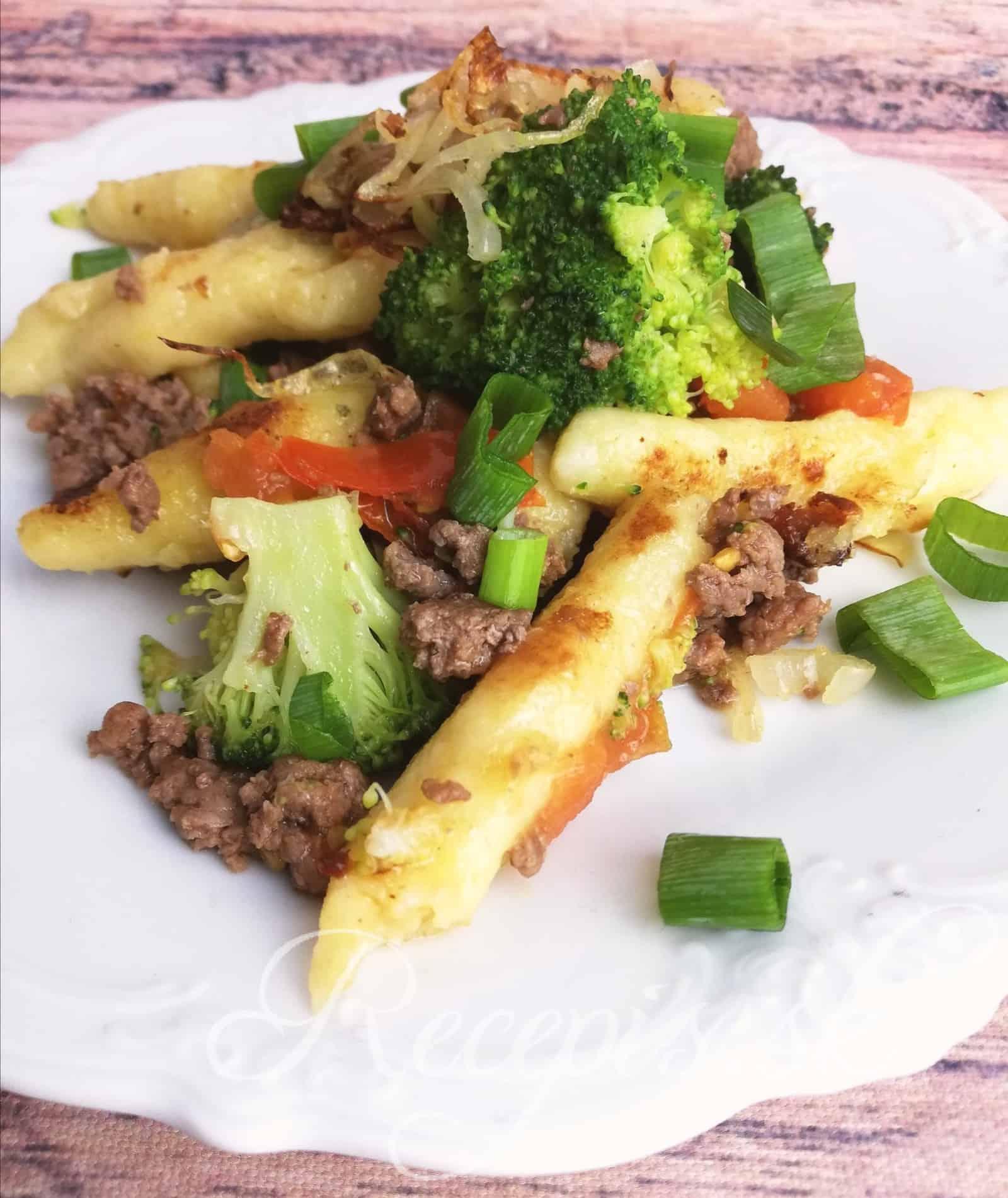 Rychla večera- zemiakové cestoviny s hovädzím mäsom a zeleninou