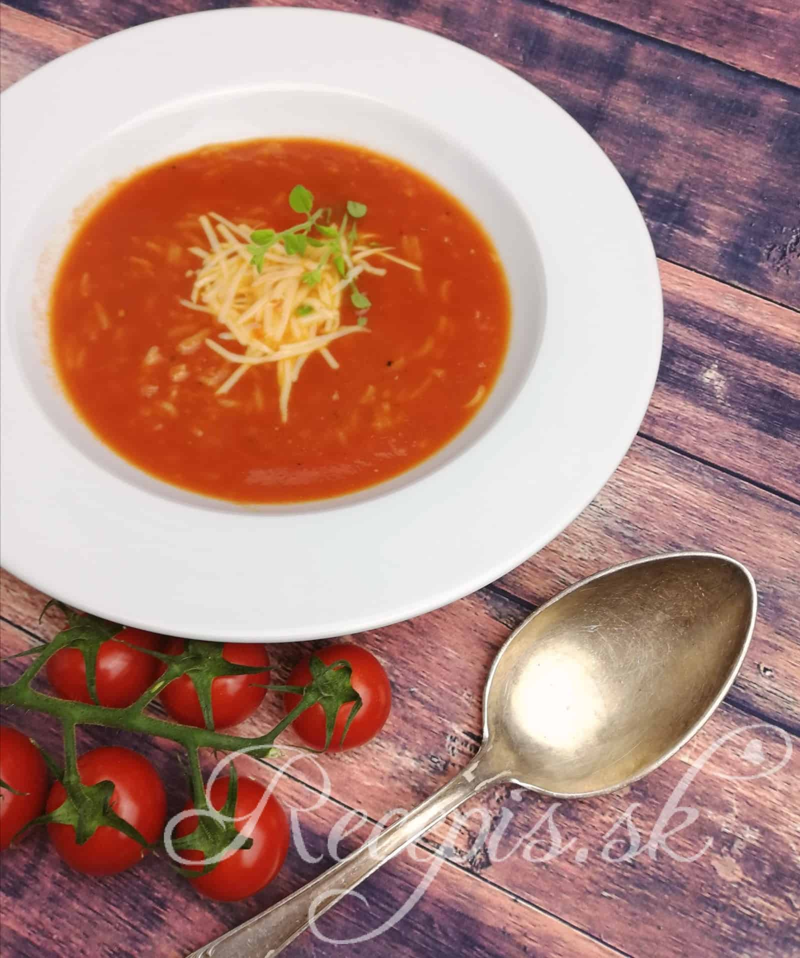 Krémovitá rajčinová polievka s ryžou