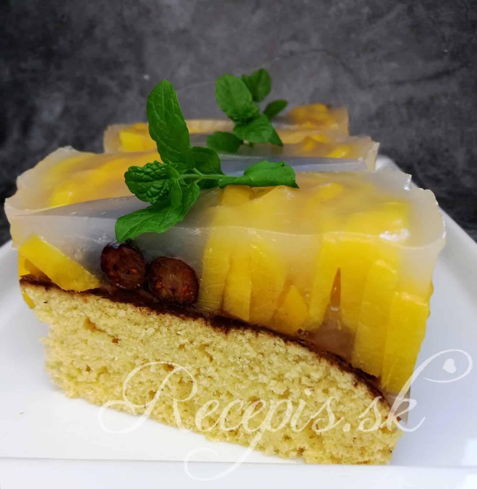 Orechová torta s  broskyňami
