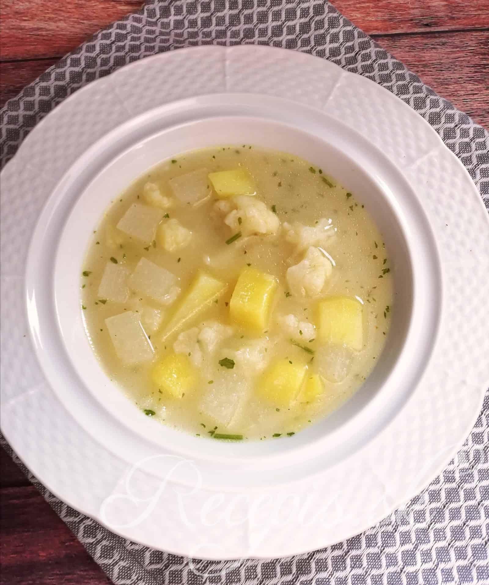Krupicová biela polievka