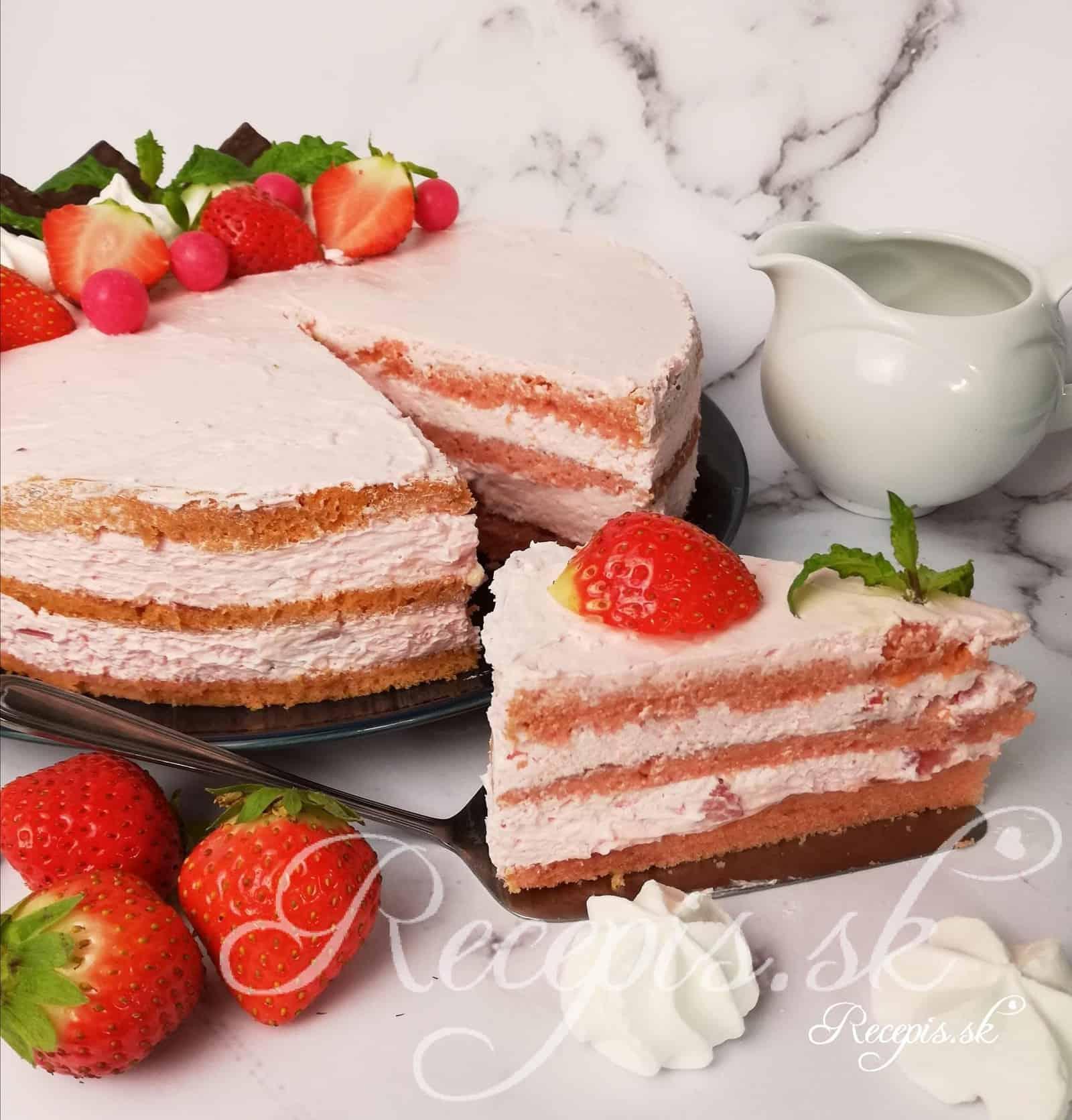 """Jahodová """"ružová"""" torta"""