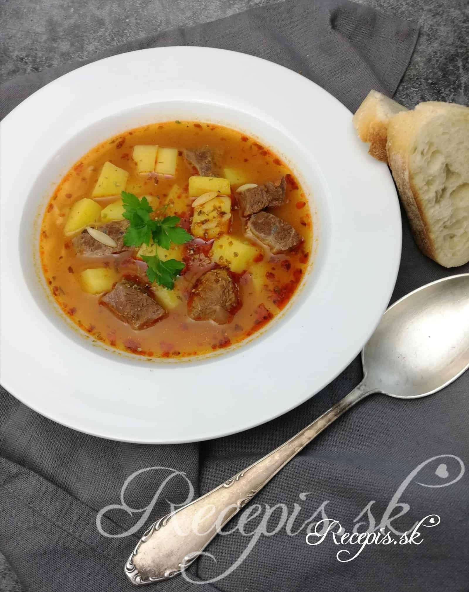 Sýta gulášová polievka