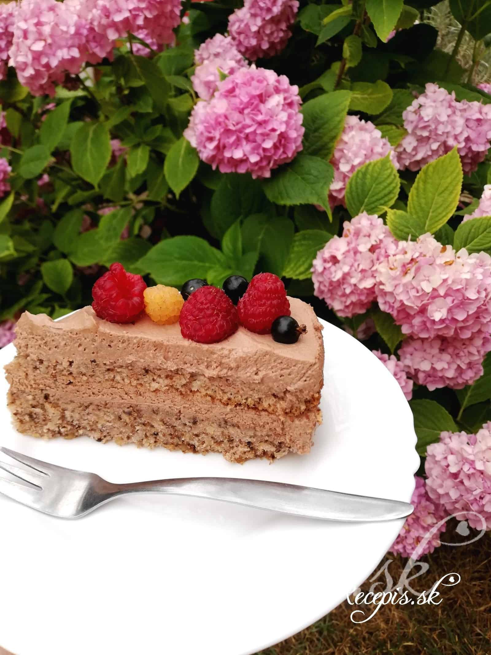 Nadýchaná orechová torta