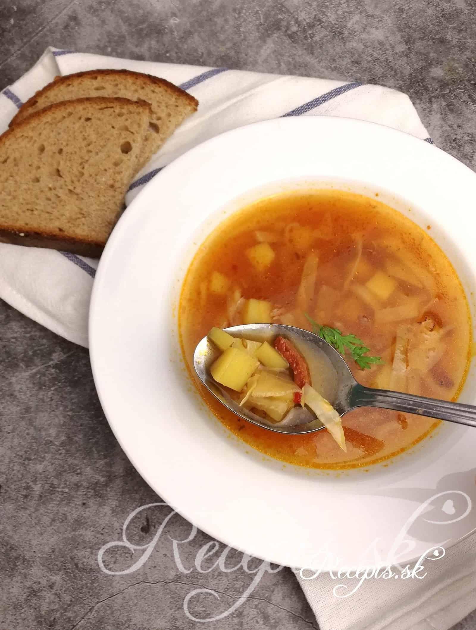 Kapustová polievka s rajčinovým pretlakom